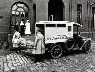 1920s-Ambulance-outside-Casualty