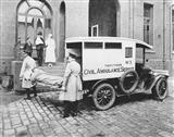 1925 c Ambulance in Casualty Courtyard